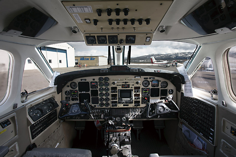 BE3B-Medevac-Cockpit